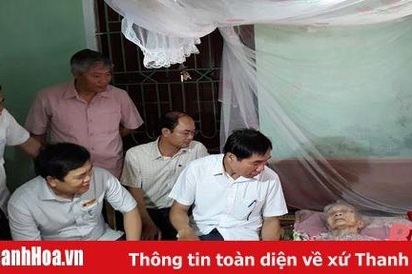 Phó Chủ tịch UBND tỉnh Thanh Hóa Phạm Đăng Quyền thăm, tặng quà các gia đình chính sách