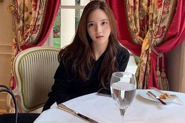 Vì sao kiều nữ 25 tuổi trở thành 'ác mộng showbiz' Hàn?