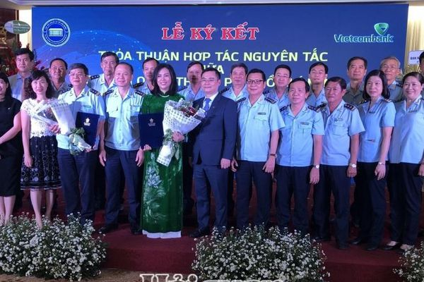 Hải quan TPHCM và Vietcombank hợp tác tạo thuận lợi cho doanh nghiệp