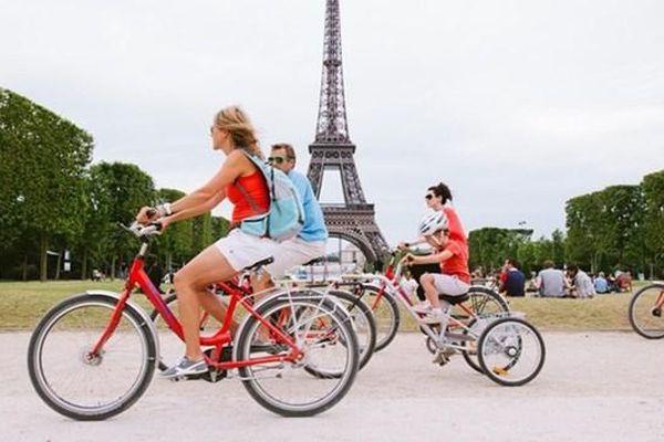 Người Paris trở về với… xe đạp