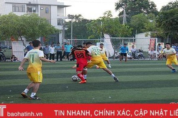 18 đội bóng tranh tài Hội thao Khối Kinh tế kỹ thuật Hà Tĩnh