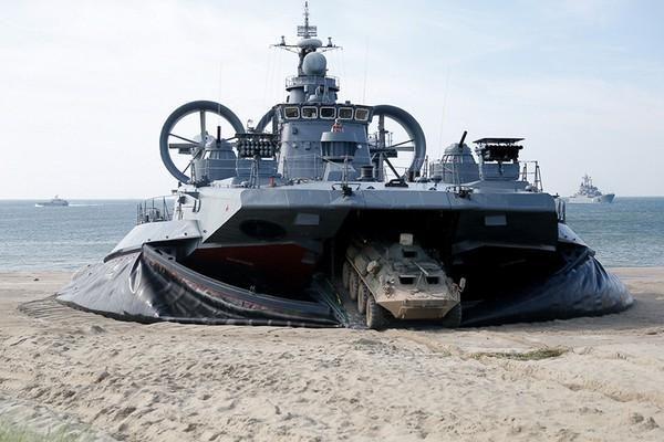 Choáng ngợp mãnh lực tàu đổ bộ 'quái vật biển' của Nga