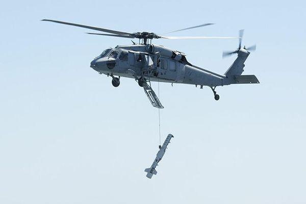 Trực thăng hải quân Mỹ đánh rơi khí tài triệu USD khi bay