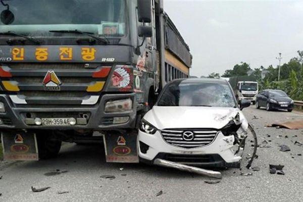 Nữ xế lái xe ô tô con gây tai nạn liên hoàn trên đường Hồ Chí Minh