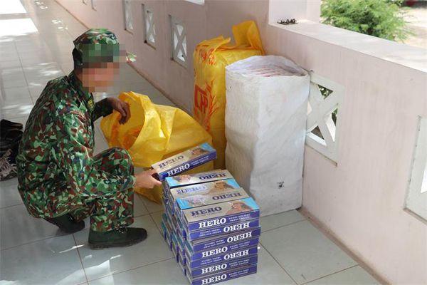 Thu giữ 1.400 gói thuốc lá nhập lậu trong đêm