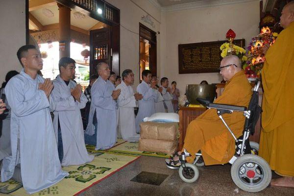 Phật tử Lá Bồ Đề cúng dường trường hạ ở Tây Nguyên
