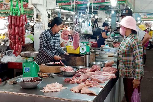 Giá thịt heo khó giảm như kỳ vọng
