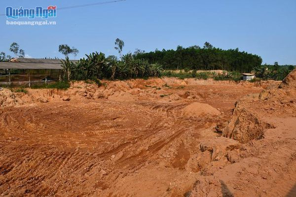 Buông lỏng quản lý đất đai, lãnh đạo xã bị đề nghị kiểm điểm