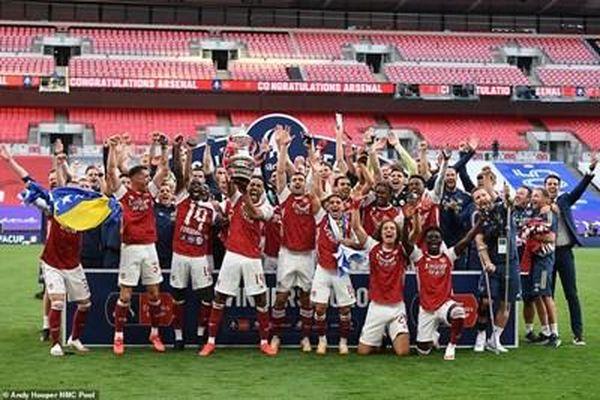 Arsenal vô địch cúp FA