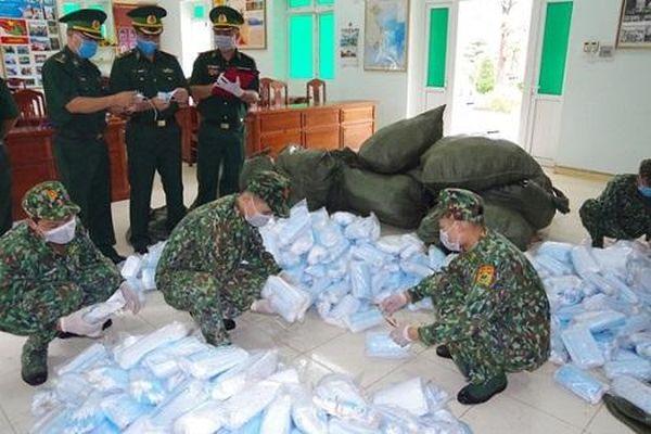 Thu giữ 90.000 chiếc khẩu trang y tế vận chuyển trái phép qua biên giới