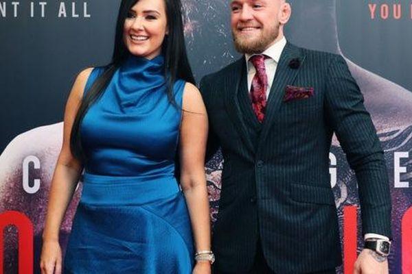 Conor McGregor đính hôn với bạn gái Dee Devlin sau thời gian dài gắn bó