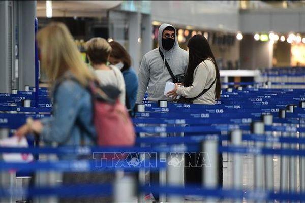 EU cho phép công dân 11 nước ngoài khối nhập cảnh