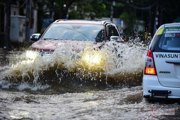 Lưu ý cần thiết khi đi xe gầm cao mùa mưa lũ