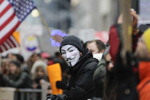 Anonymous trở lại