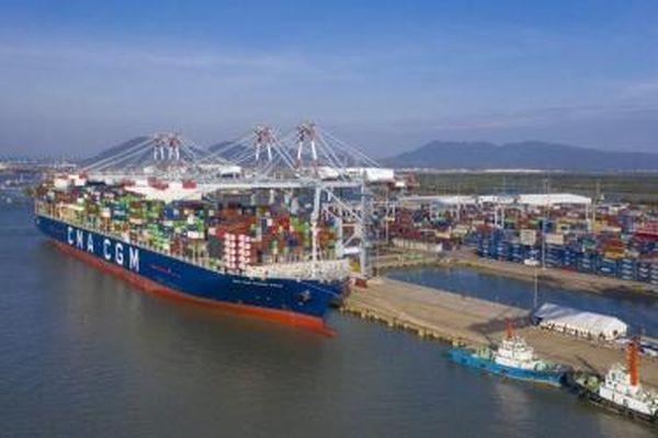 Thử nghiệm siêu tàu container trọng tải đến 199.000 DWT giảm tải vào Cảng quốc tế Cái Mép