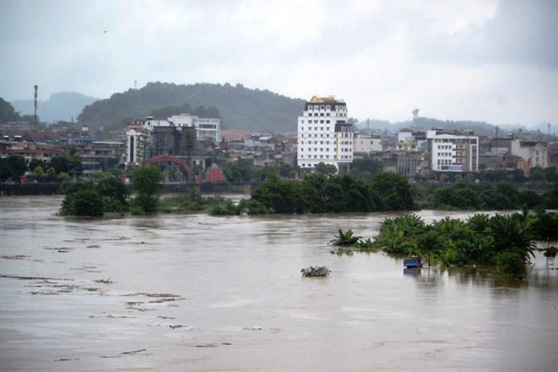 Lũ vượt báo động 2 trên sông Chảy và thượng nguồn sông Hồng