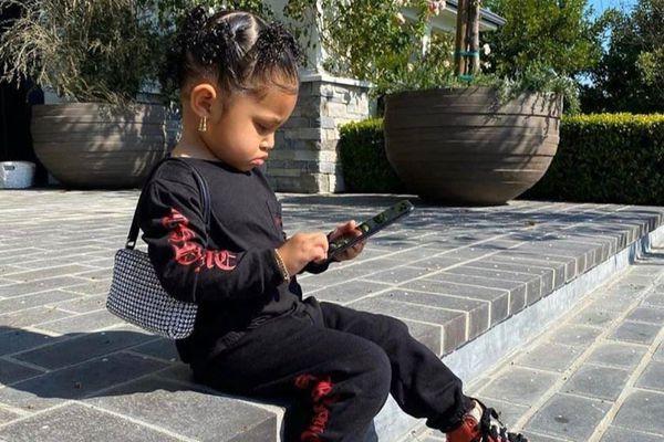 Có nên mua túi hiệu 15.000 USD cho con như Kylie Jenner?
