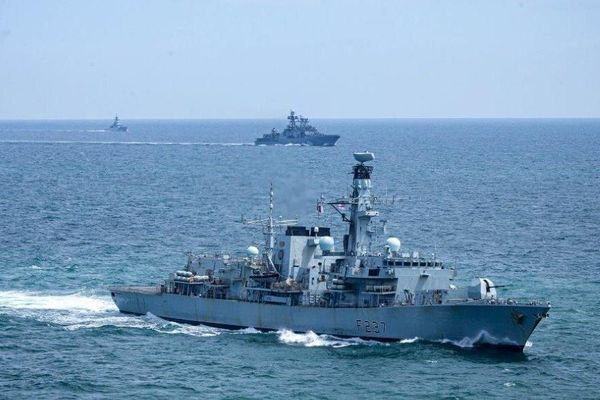 Hải quân NATO theo sát 9 tàu chiến Nga qua vùng biển gần Anh