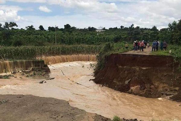Đắk Lắk: Mưa lớn kéo dài, hàng trăm hộ dân bị cô lập