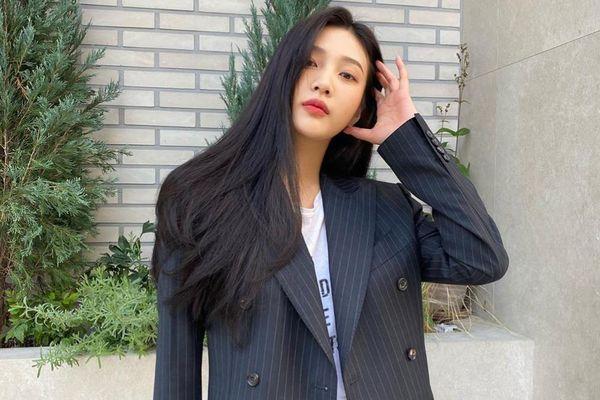 Joy (Red Velvet) gây tranh cãi với chiếc áo phông ủng hộ nữ quyền
