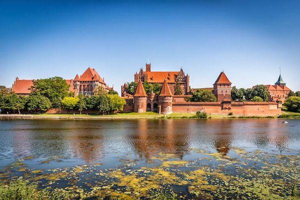 10 lâu đài rộng nhất thế giới