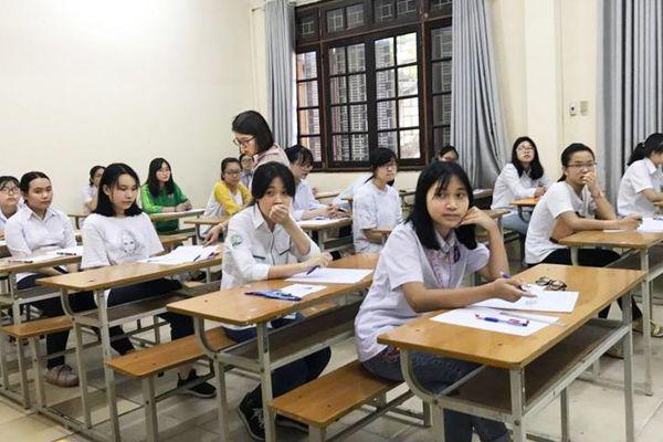 Sau những điểm số trúng tuyển lớp Mười 'kỳ cục' là gì?
