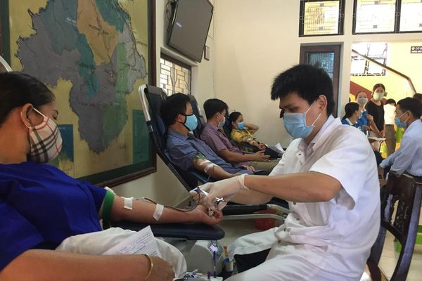 Hiến máu nhân đạo, tặng quà Vu lan