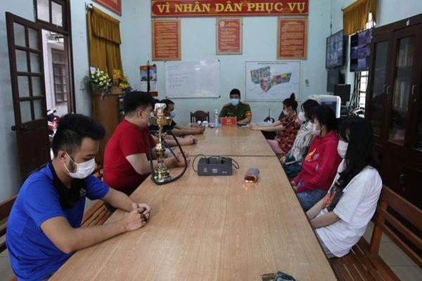 Bất chấp lệnh giãn cách xã hội, 8 'nam thanh nữ tú' ở Đà Nẵng tụ tập ăn nhậu và sử dụng ma túy