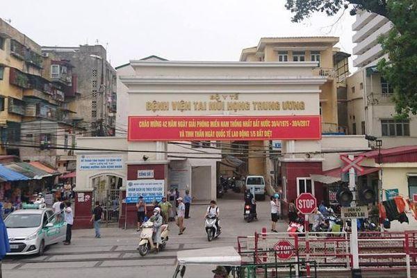 Hà Nội sẽ xử lý cò mồi, hàng quán quanh bệnh viện vi phạm quy định chống dịch