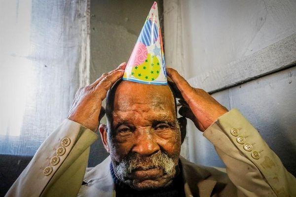 Người đàn ông 'già nhất thế giới' qua đời