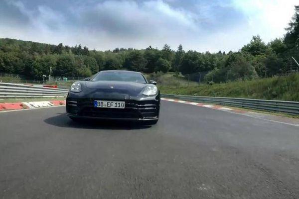Màn chào sân ấn tượng của siêu xe Porsche Panamera 2021 trước khi ra mắt