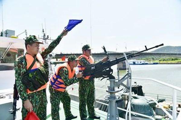 Những người lính trên con tàu ST-294