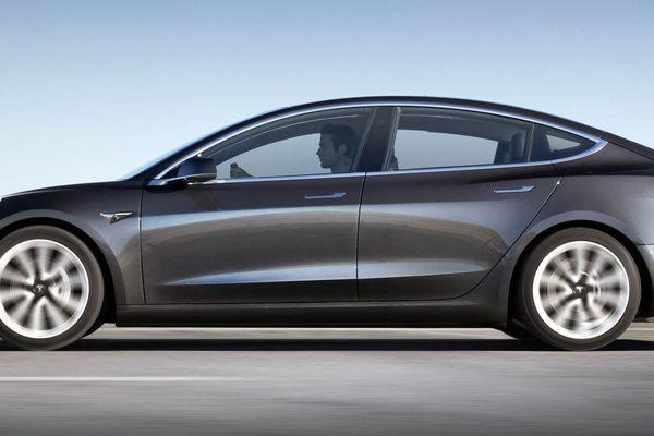 Ô tô Tesla sẽ có cảm biến phát hiện một đứa trẻ bị bỏ quên trong xe