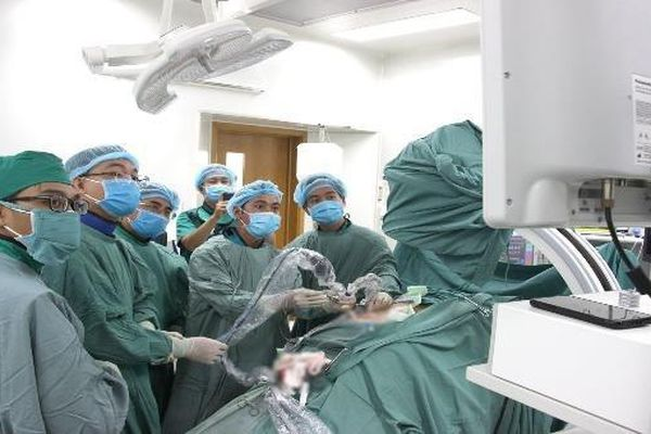 Bệnh viện đa khoa TP Cần Thơ áp dụng thành công kỹ thuật tán sỏi nội soi qua da