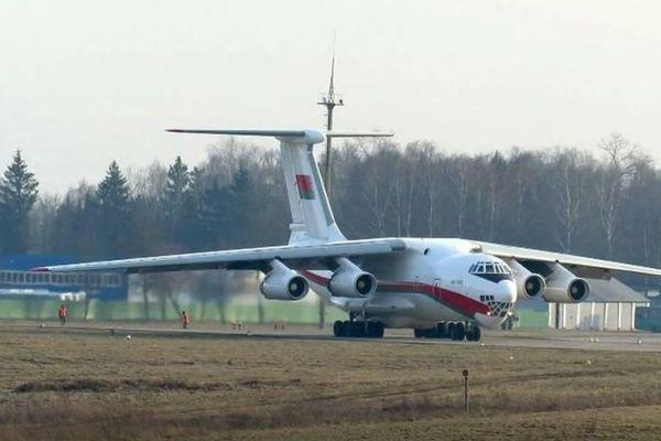 Ukraine lo ngại sự di chuyển đáng ngờ của máy bay vận tải giữa Nga và Belarus