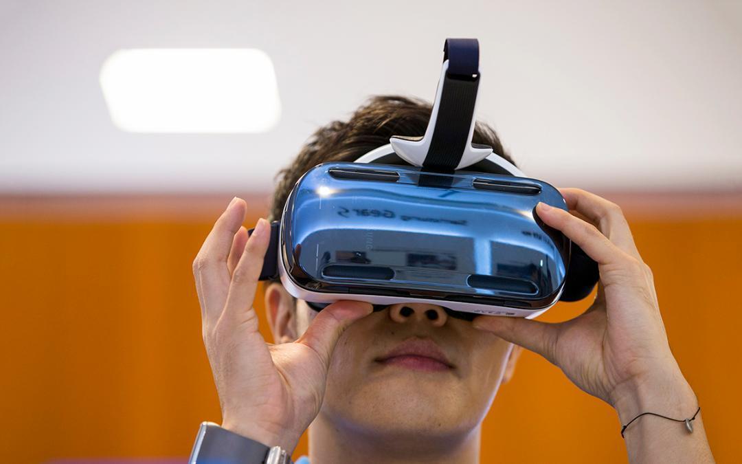 Thâu tóm công ty khởi nghiệp VR Spaces, Apple sẽ sớm ra mắt kính thực tế ảo?