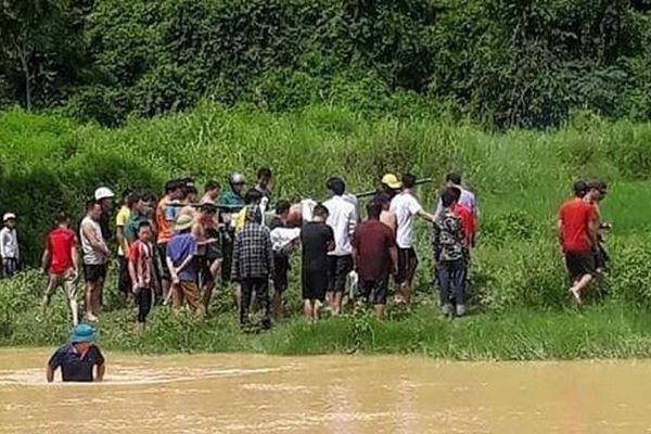 Thanh Hóa: Đi qua đập tràn, một nữ sinh bị lũ cuốn trôi