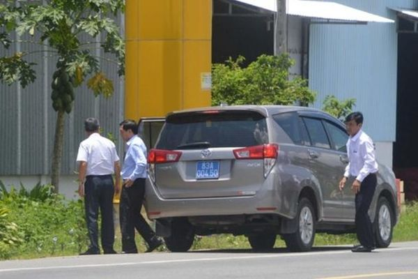 Vụ nhiều xe công dự đám giỗ nhà Trưởng ban Tổ chức Tỉnh ủy: Tiện đường công tác ghé qua...