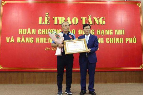 HLV Park Hang Seo được trao tặng Huân chương Lao động hạng Nhì
