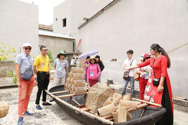 Tăng trưởng kinh tế gắn với phát triển văn hóa, con người Quảng Ninh