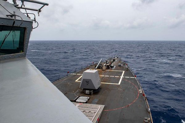 Tàu khu trục Mỹ áp sát Hoàng Sa sau vụ thử tên lửa của Trung Quốc