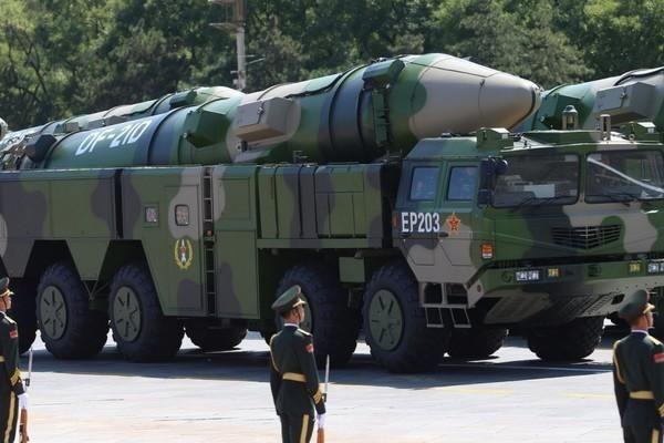 Lộ diện 2 tên lửa quân đội Trung Quốc vừa phóng ở Biển Đông