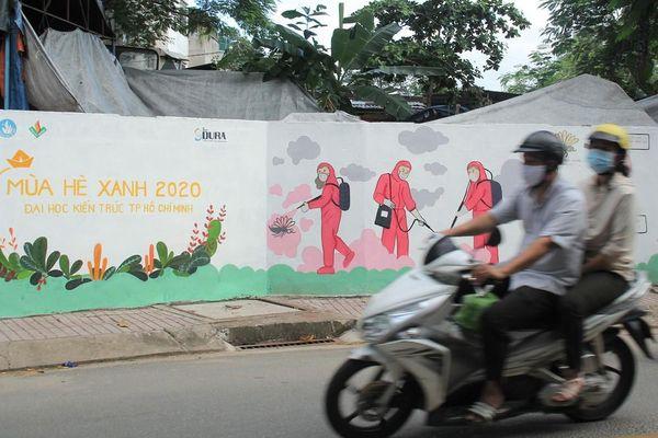 Cận cảnh những mảng tường 'biết nói' của chiến sỹ tình nguyện hè