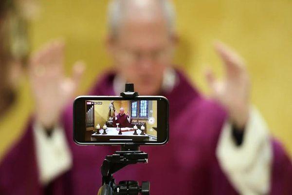 Vì sức khỏe cộng đồng, pháp luật có hạn chế quyền tự do thực hành tôn giáo?