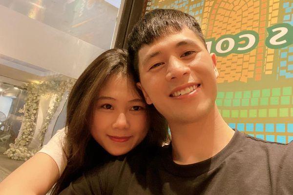 Đình Trọng và bạn gái tựa đầu tình cảm, fan giục 'cưới đi thôi'
