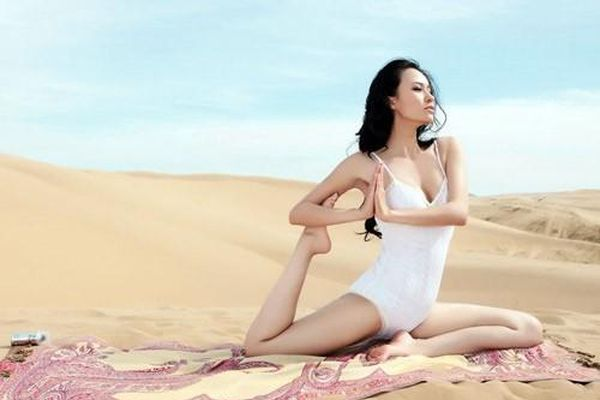 Những HLV yoga đẹp và dẻo dai nhất châu Á người Trung Quốc