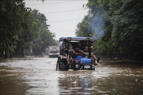 Lở đất và lũ lụt làm nhiều người chết tại Ấn Độ và Nepal