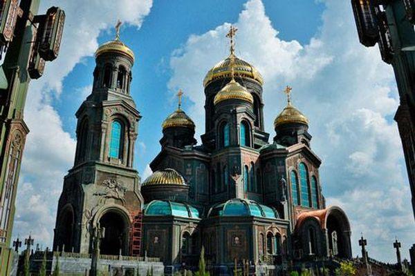 Ngắm Nhà thờ đen làm từ xe tăng Đức Quốc xã của Quân đội Nga