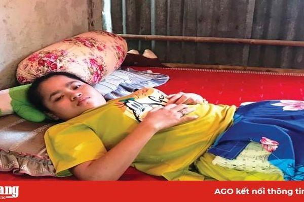 Cô gái trẻ mắc bệnh viêm não cần được giúp đỡ