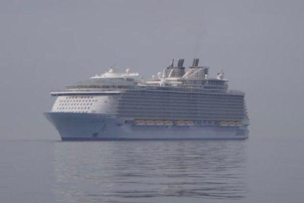 Tour ngắm tàu ma thu hút du khách giữa dịch